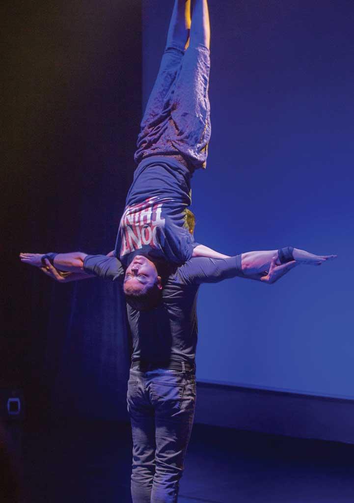 Pescărușul gimnastică acrobatică